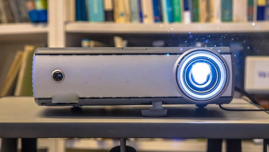 Projektor multimedialny w domu